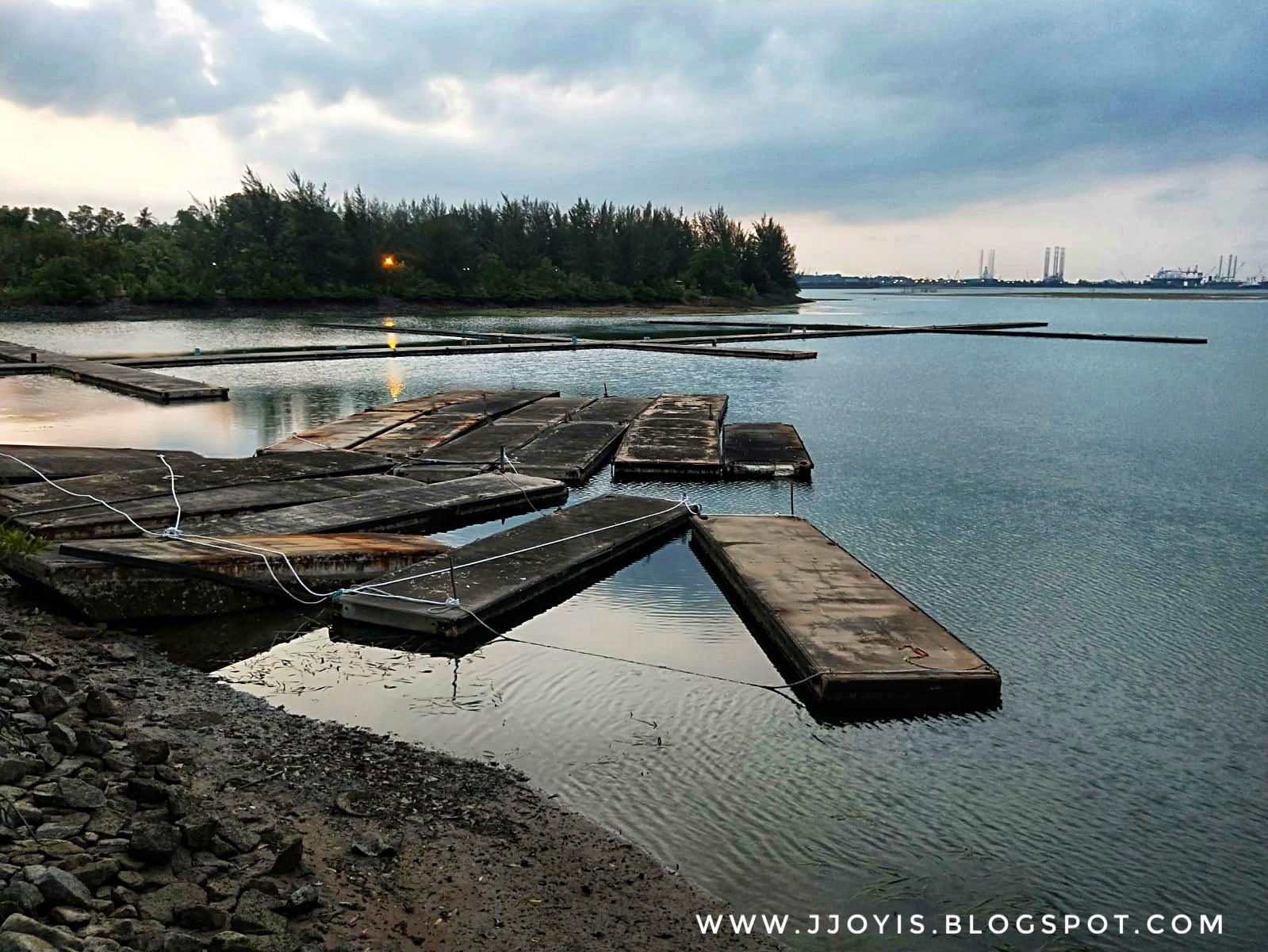 harris waterfront batam review beach seaside restaurant