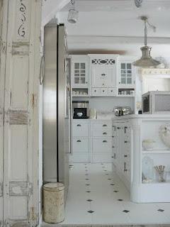 Perabot warna putih sebagai penetral