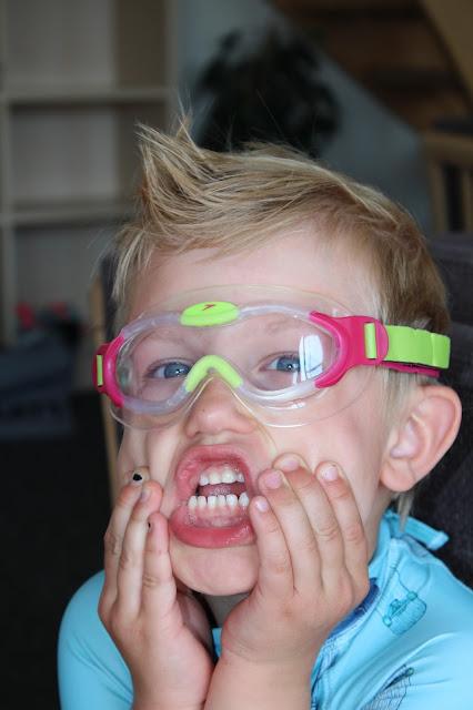 http://www.faktorfobi.dk/svoemmebriller-til-boern