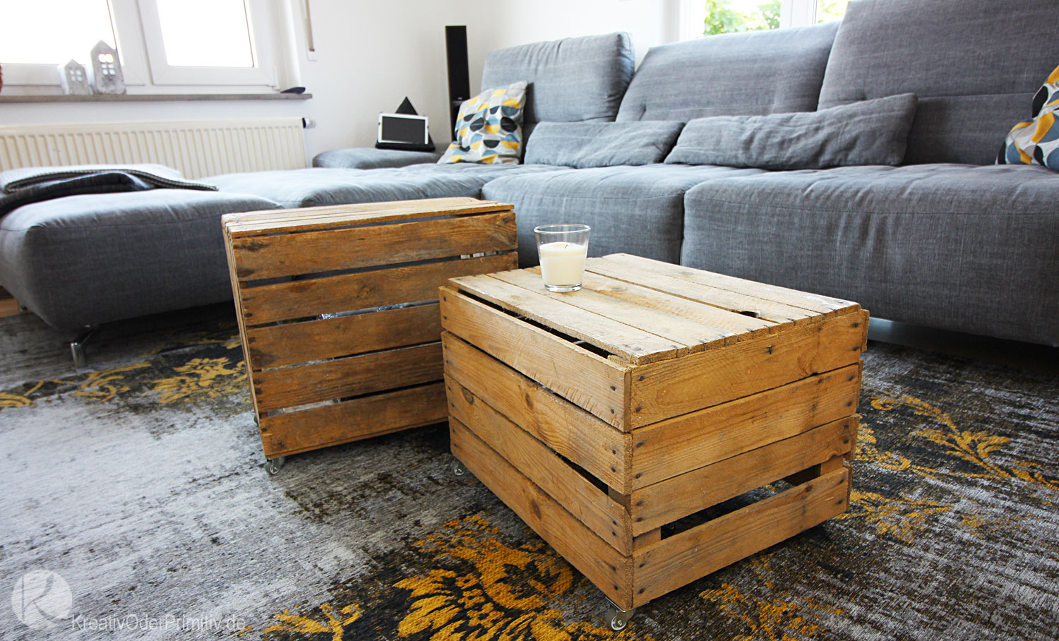 kreativ oder primitiv couchtisch aus obstkisten. Black Bedroom Furniture Sets. Home Design Ideas