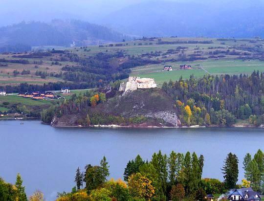 Zamek w Czorsztynie.