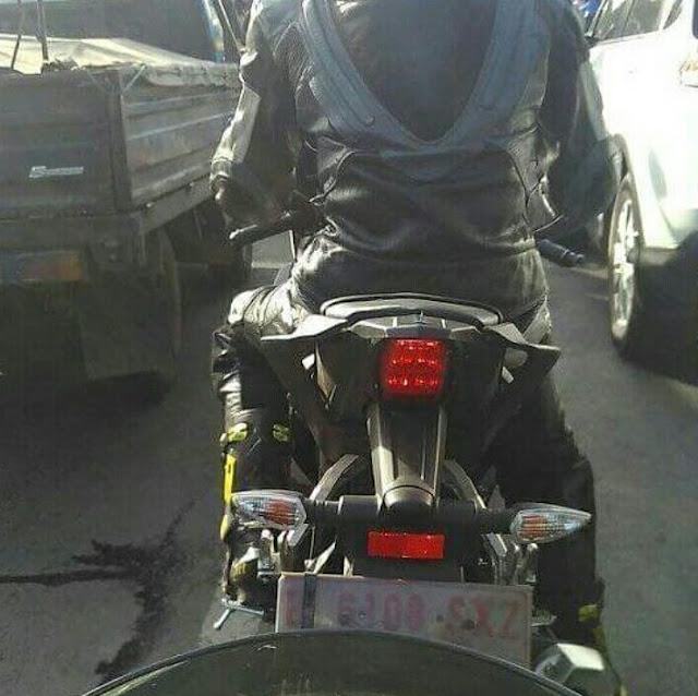 Yamaha-R15-Tampak-Belakang