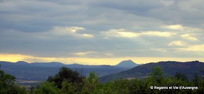 Limagne, été, Auvergne, blé, chaîne des Puys