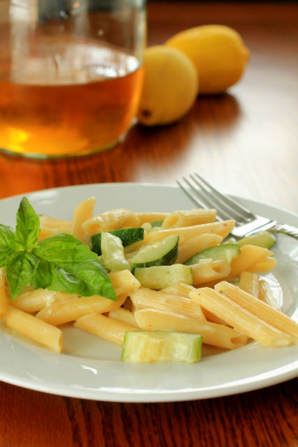 Pasta with zucchini, lemon and basil