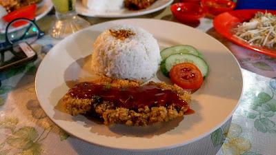 Ayam Taiwan warong Kak Ros di Sintang