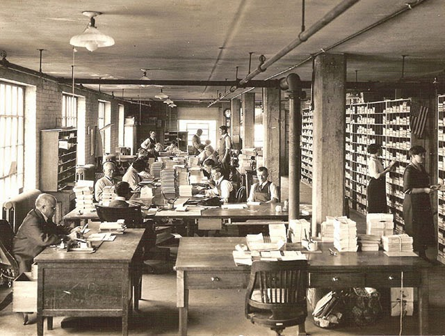 30 Interesting Photographs Of Old Offices In The 1920s