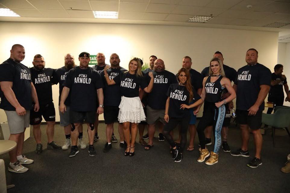 Fãs vestem camiseta em apoio a Schwarzenegger. Foto: Rodrigo Dod/Savaget