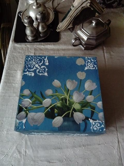 Inspiracje ze świata przyrody – szkatułka z białymi tulipanami :)