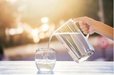 خمسة عشر فوائد لمياه الشرب