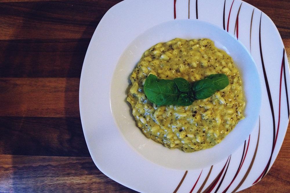 Basilikum-Pesto und Basilikum-Risotto