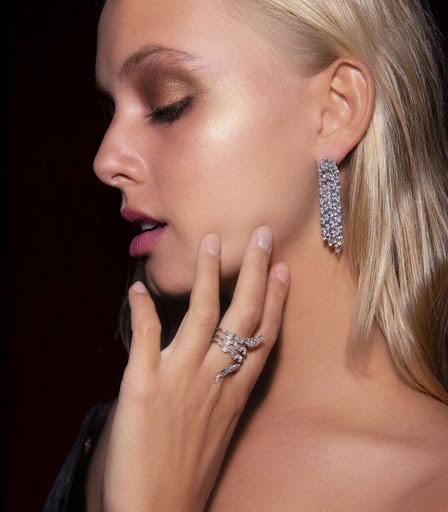 Bella Oelmann in Talita London Jewellery Campaign