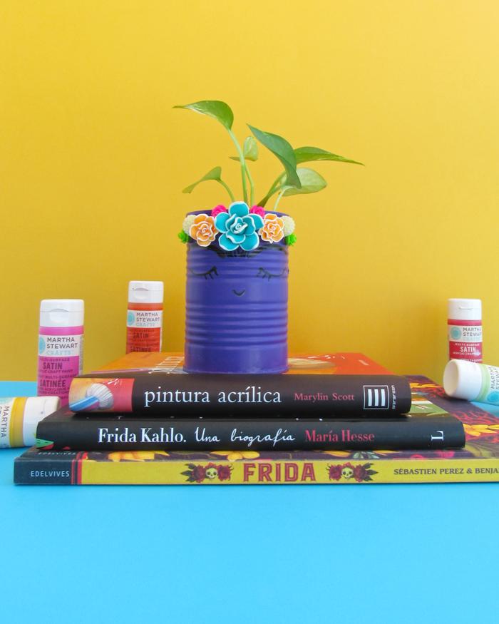 reusa, reduce, recicla, tarro o macetero con lata vacía inspirado en Frida Kahlo, manualidades, hazlo tú mismo, Día de La Tierra