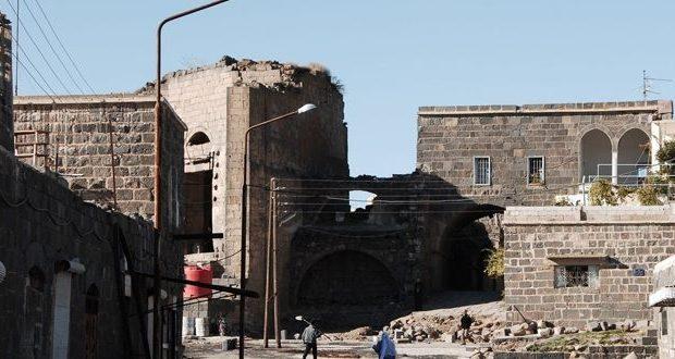 ماذا عن الموافقات الأثرية الممنوحة على الشارع المحوري لمدينة السويداء؟