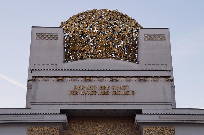 Goldene Kuppel des Wiener Secessionsgebäudes im Jugenstil