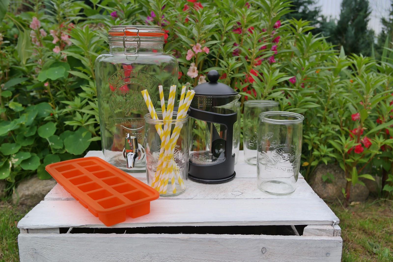 Przybory niezbędne do przygotowania mrożonej zielonej herbaty
