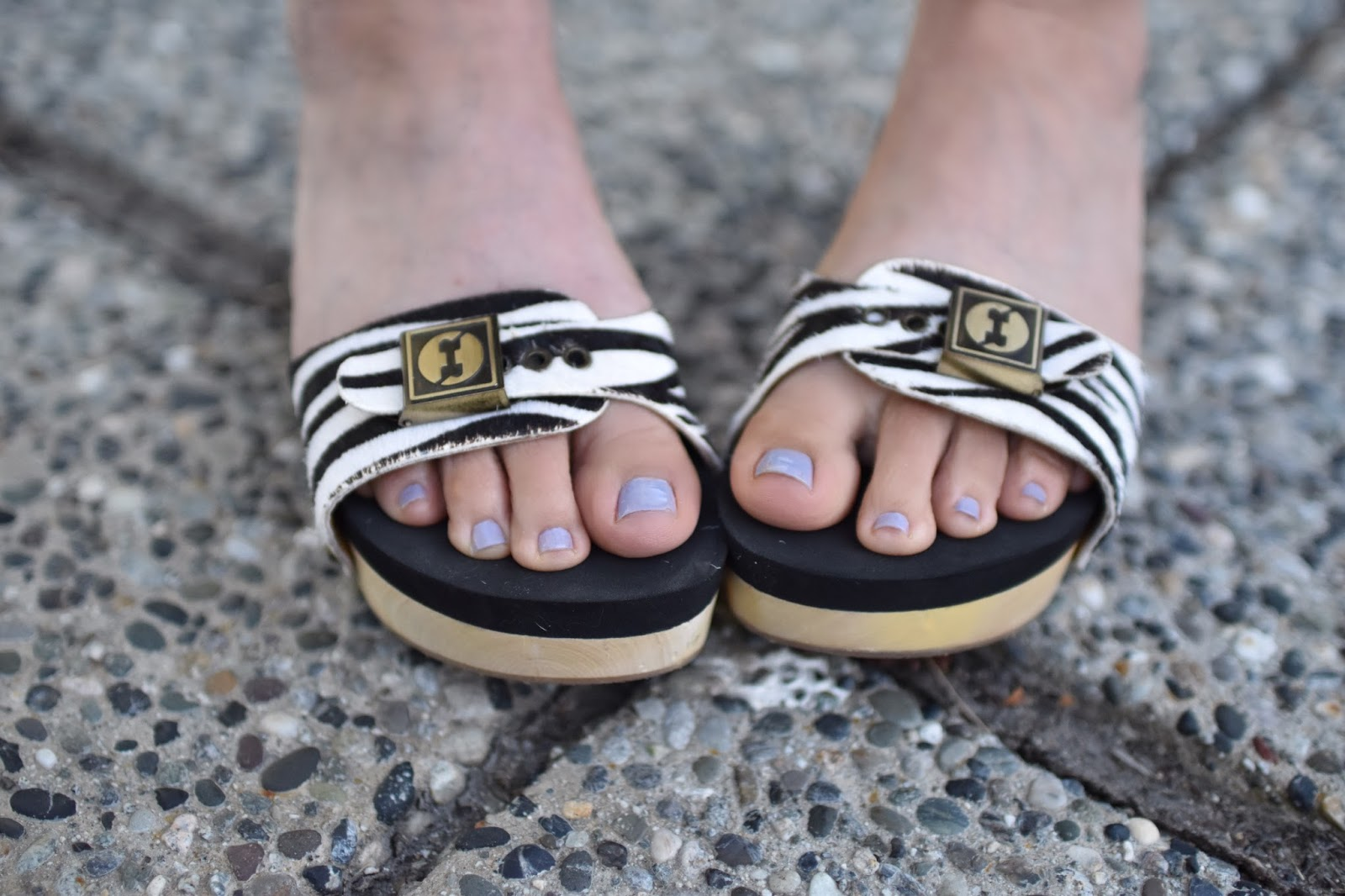 Monika Faulkner personal style inspiration - Floggs sandals