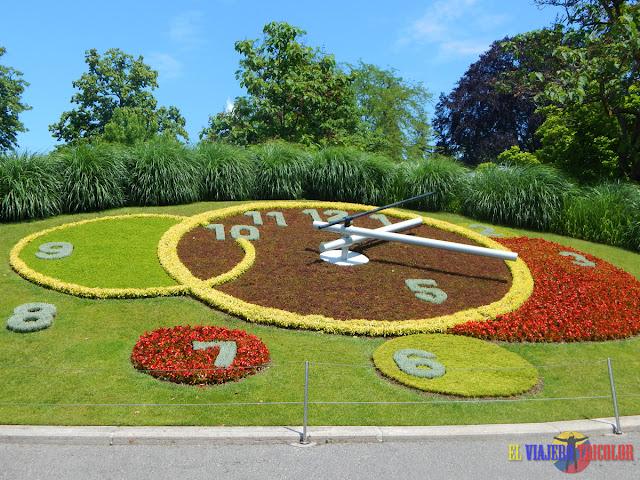 Reloj de Flores de Ginebra en verano