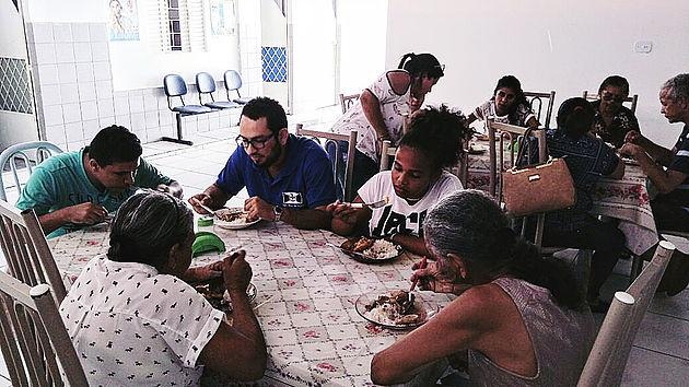 Mais de 300 pessoas são atendidas semanalmente na Casa de Apoio em Maceió