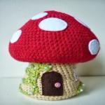 http://www.patronesmil.es/como-hacer-una-casita-seta-en-amigurumi.html