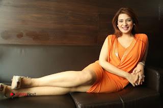 Actress Saloni Aswani Pos in Short Dress at Meelo Evaru Koteeswarudu Movie Interview  0316.JPG