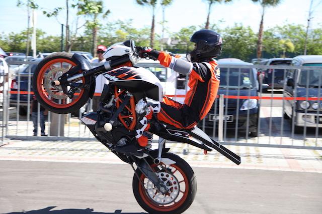 Stunt bikers