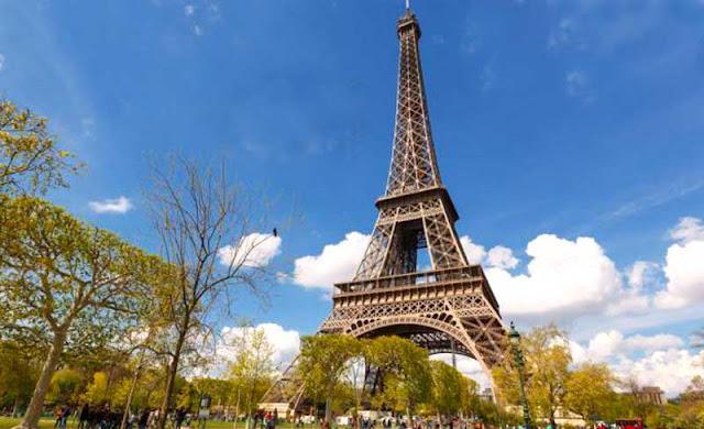 Kita sudah banyak mengetahui menara effiel yang merupakan menara kebanggaan Perancis Sejarah Berdirinya Menara Eiffel