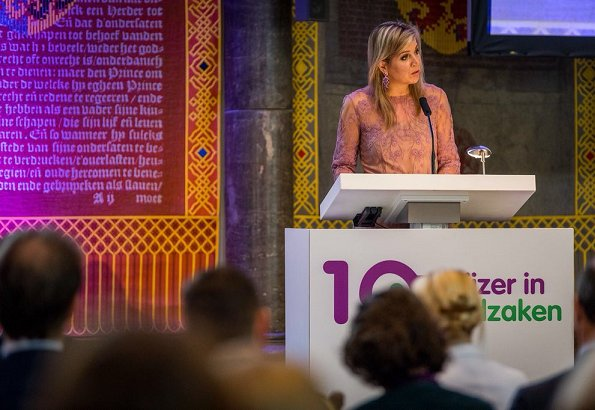 Queen Maxima attended 10th year jubilee symposium of Money Wise (Wijzer in geldzaken), held at Hall of Knights (Ridderzaal). Natan Dress