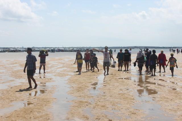 Air lagi surut ke pulau penyu