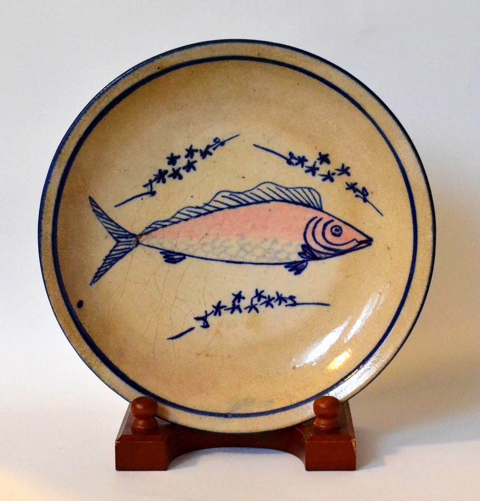 臺灣碗盤博物館: 懷舊食光。介紹臺灣碗盤博物館是全臺灣,每天三餐都會使用到,是珍貴的文化資產。 尤其館內還有鎮館之寶「大紅魚腰子盤」的100倍巨型盤子,巡水田/員山‧碗盤博物館