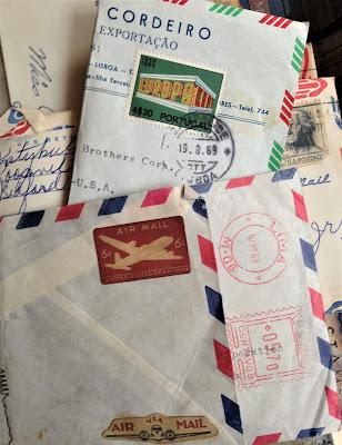 Sara Emily Barker sarascloset1.blogspot.com Vintage Mail Folio