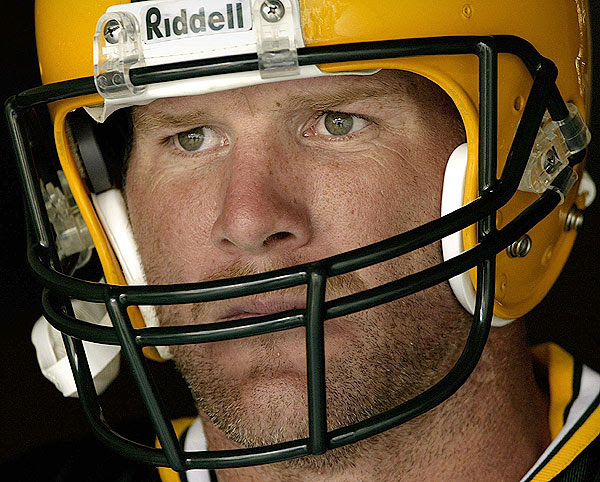 Leaves Are Turning And Brett Favre Is >> Collector S Crack The Brett Favre Collection And The Flight To 420