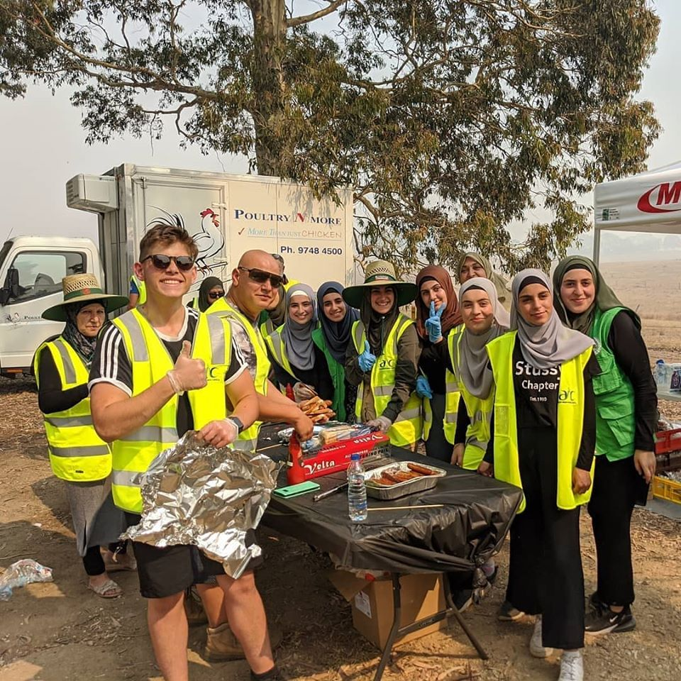 Muslim Women Traveled For Four Hours To Cook Meals For 150 Australian Firefighters