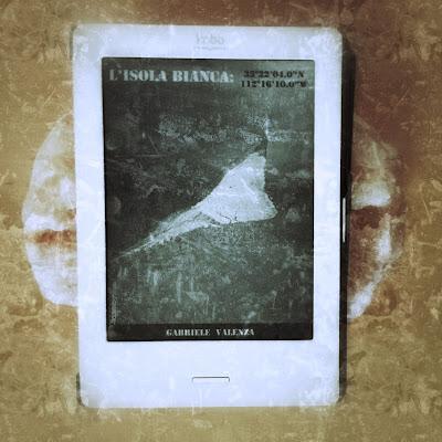 """L'isola bianca: 33°22'04.0""""N, 112°16'10.0""""W - Gabriele Valenza [recensione]"""
