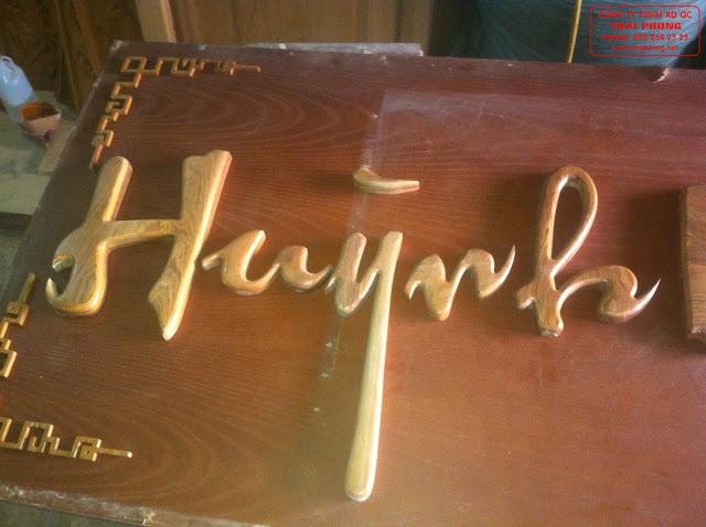 Chữ gỗ sản xuất theo đơn đặt hàng để làm bảng hiệu