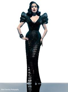 Dita Von Teese vestido negro
