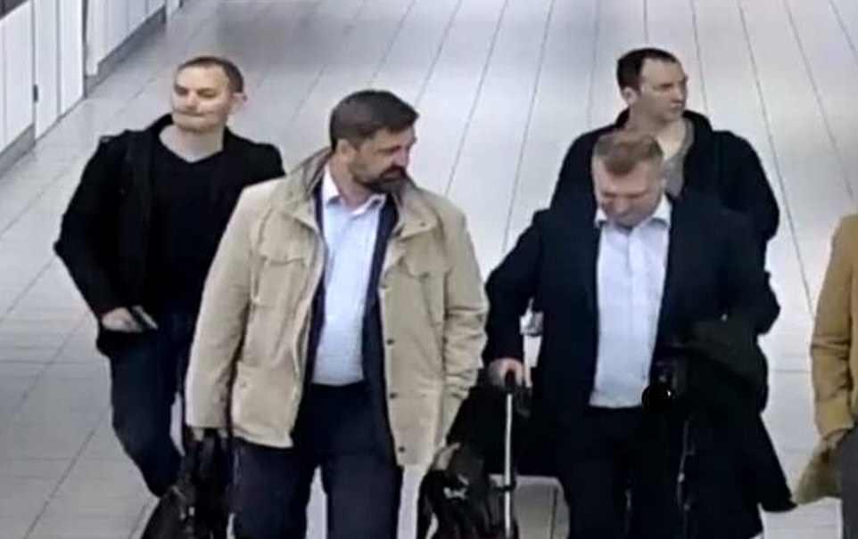 As autoridades holandesas divulgaram imagens de quatro agentes russos que tentaram invadir o órgão de fiscalização de armas químicas global um mês após o ataque do novato em Salisbury. CCTV mostra quando eles chegaram na Holanda