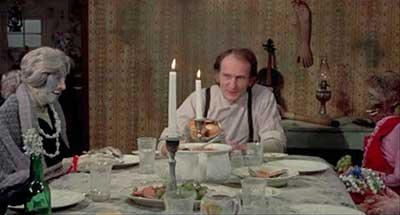 Robert Blossom en una secuencia de Deranged 1974