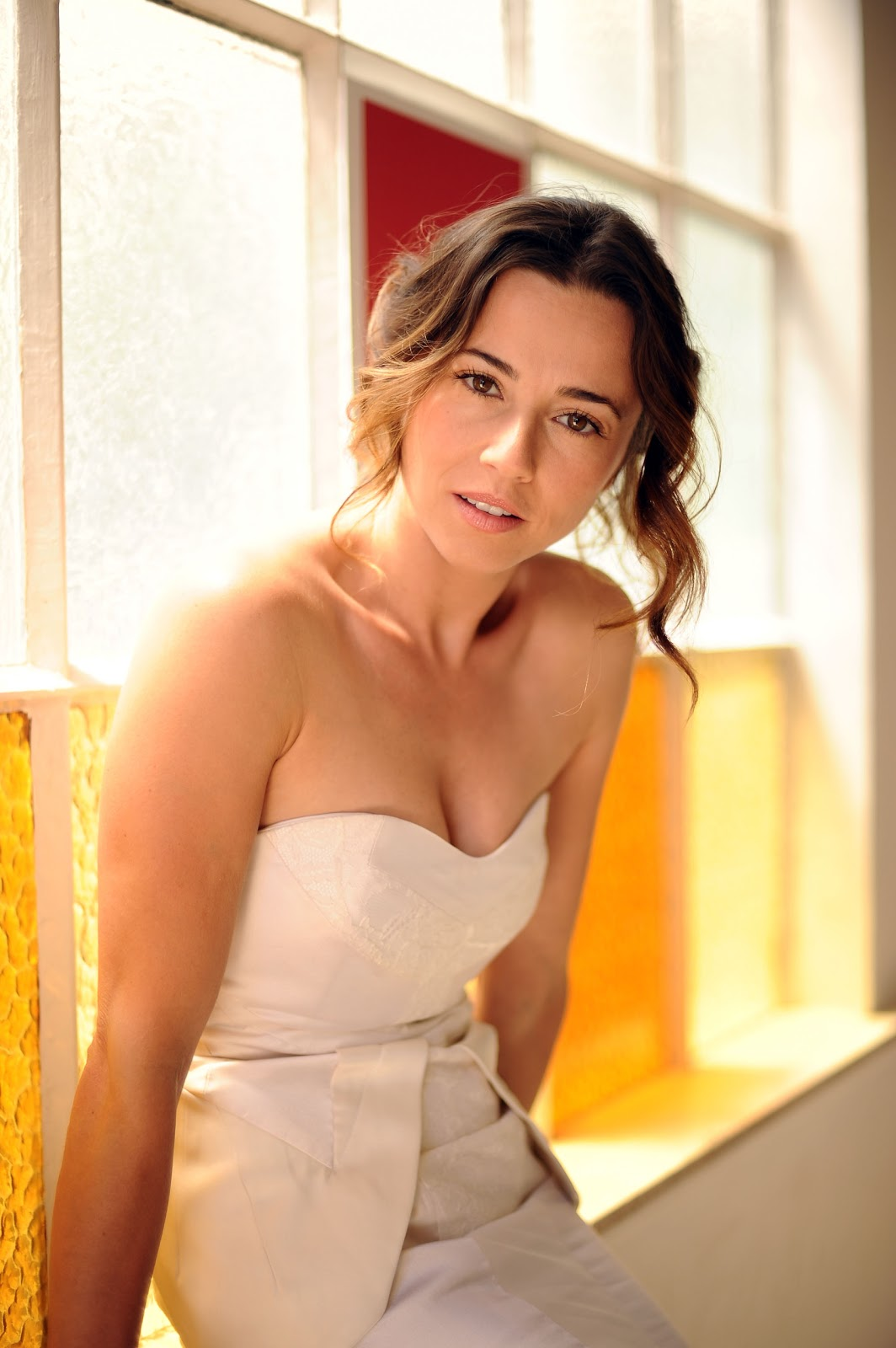 Linda Cardellini Photoshoot Hd Celebrity Pictures Hot
