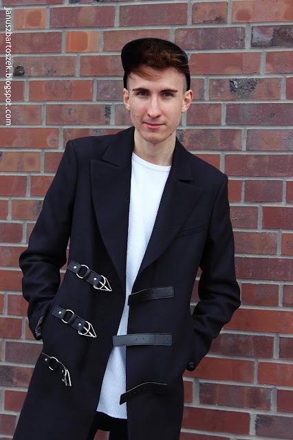 czarny płaszcz z zapięciem z przodu zara