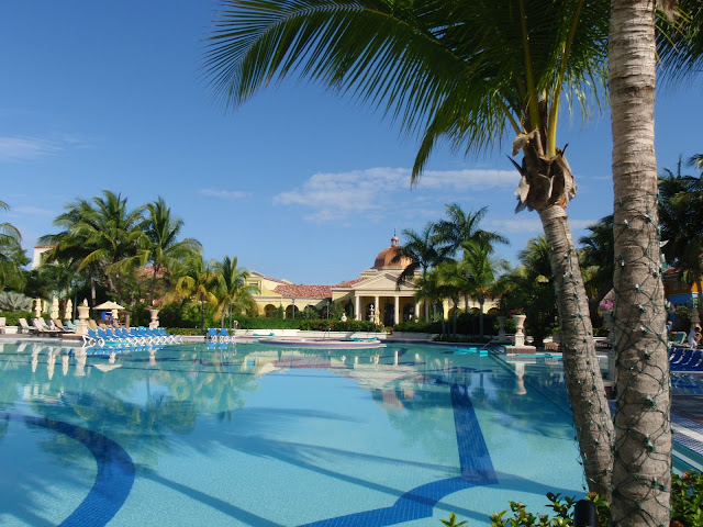 main pool at Sandals Whitehouse