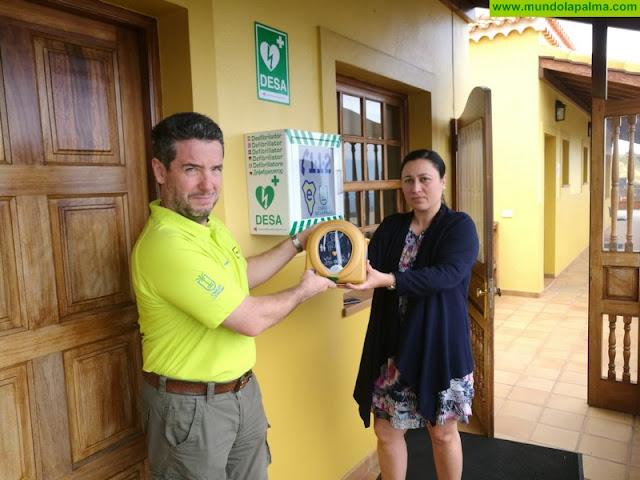 La Consejería de Emergencias instala desfibriladores para cardioproteger las dependencias del Cabildo Insular