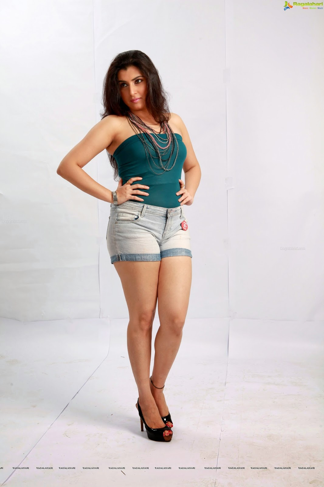 Beauty of Actress: Archana(Veda) Hot Boobs Show in ...