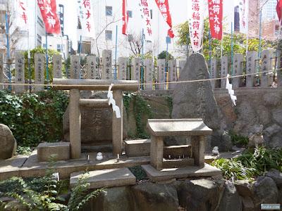 産湯稲荷神社神石碑