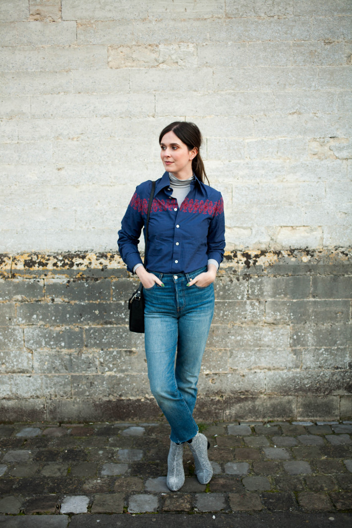 Outfit: Levi's Wedgie fit jeans, embroidered shirt, glitter boots