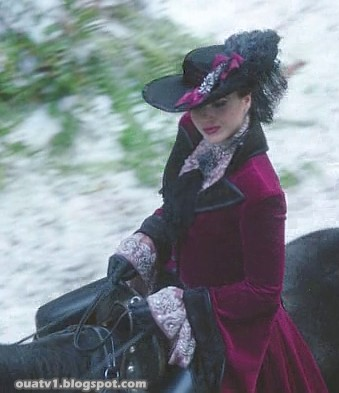 ouat-evil-queens-outfits-1x16-01-04.jpg