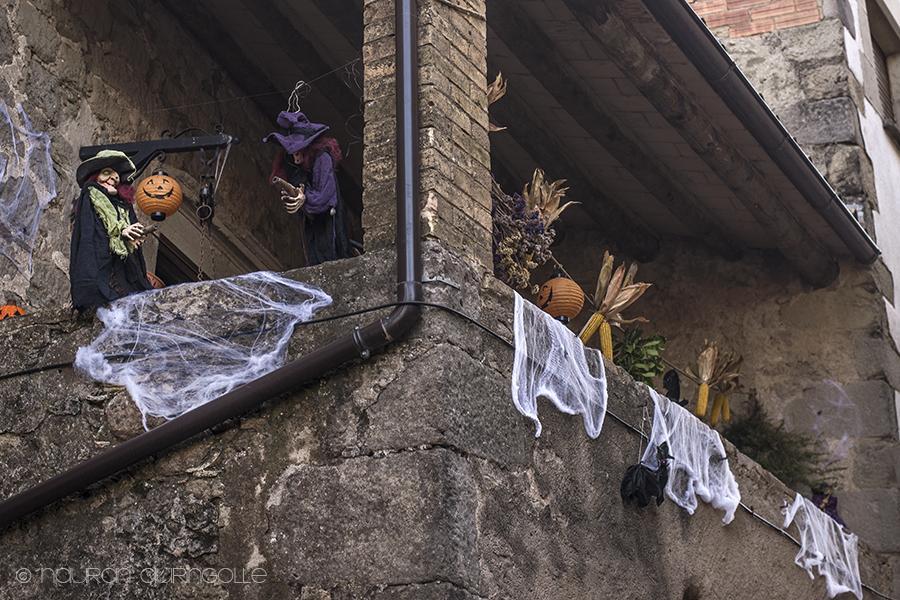 halloween noitia parvekkeella