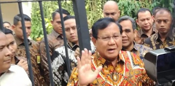 Semakin Terkepung, Prabowo Subianto Semakin Asyik