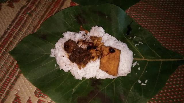 Nasi sego godhong jati, makanan khas Pacitan, Jawa Timur