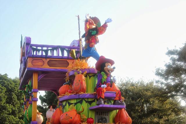 Tokyo Disneyland Halloween Parade Goofy and Max