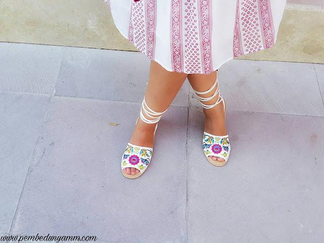 nakışlı sandaletler